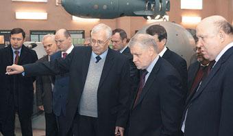 Сергей Миронов посетил музей ядерного оружия, Саров