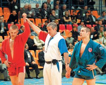 Украинский чемпион Виктор Савинов и Уали Куржев